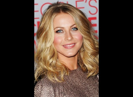 Julianne Hough Toussled Waves hairstyle 2012