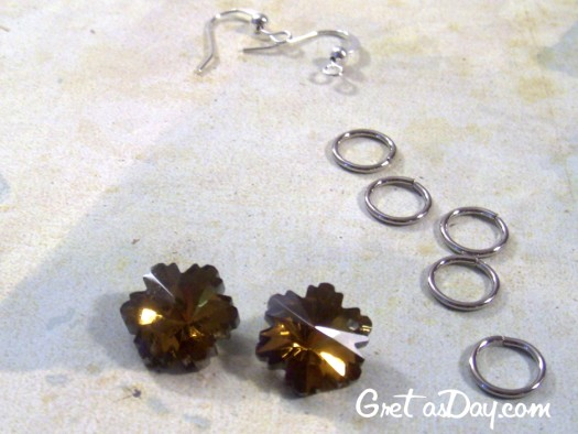 flowerearringswm 525 x 394 Flower Swarovski Crystal Earrings Tutorial 