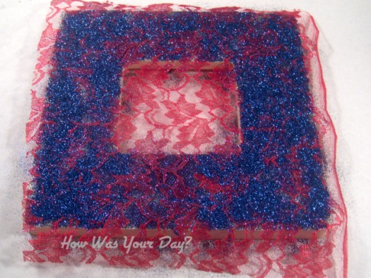 glitterframe2 525 x 394 How To Make a Lacy Glitter Picture Frame
