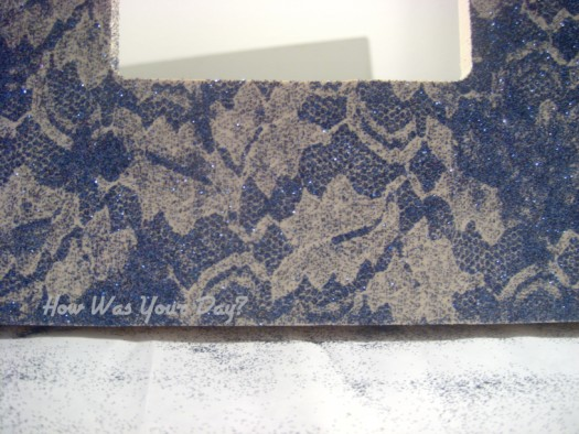 glitterframe5 525 x 394 How To Make a Lacy Glitter Picture Frame