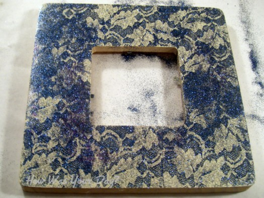 glitterlaceframe3 525 x 394 How To Make a Lacy Glitter Picture Frame