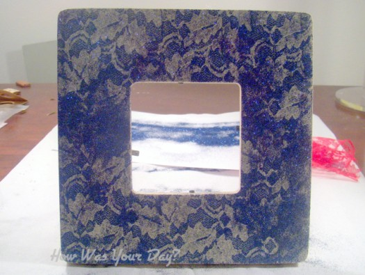 glitterlaceframe4 525 x 395 How To Make a Lacy Glitter Picture Frame