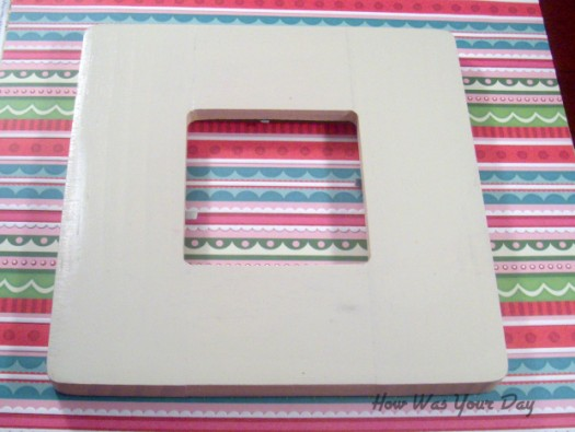 paintedframe 525 x 395 How To Make a Lacy Glitter Picture Frame