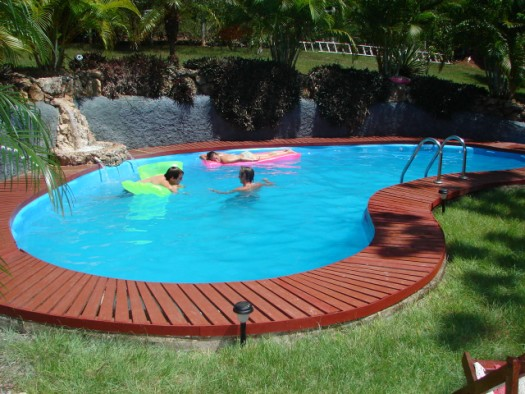 5 safety tips for swimming pool maintenance
