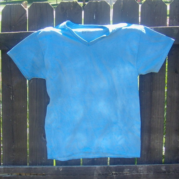 blueombreshirt2 575 x 576 How to Ombre Dye a Shirt #summerofjoann