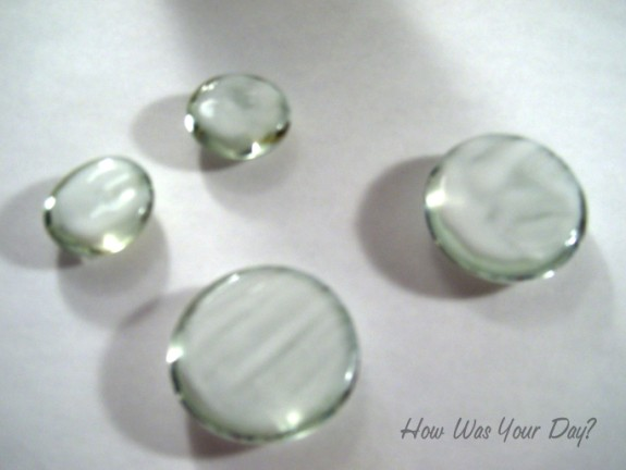 glitter glass marbles 575 x 432 How to Make Glitter Glass Marble Magnets