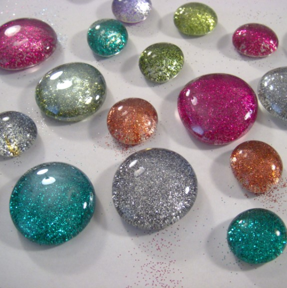 glitter glass marbles finished 575 x 576 How to Make Glitter Glass Marble Magnets