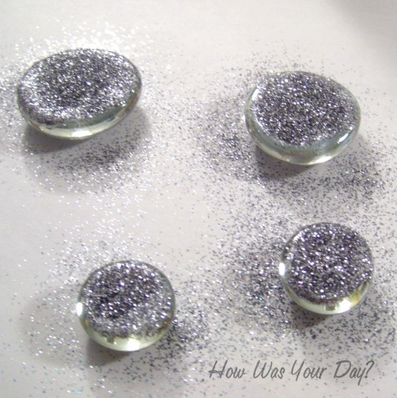glitter glass marbles silver 575 x 576 How to Make Glitter Glass Marble Magnets
