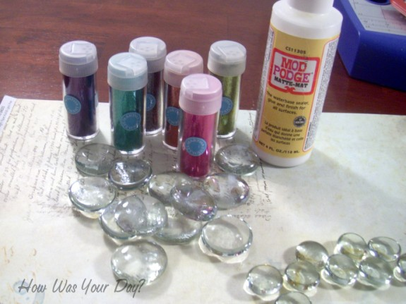 glitter glass marbles supplies 575 x 431 How to Make Glitter Glass Marble Magnets