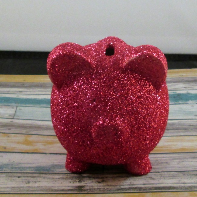 glitter piggy bank 4 650 x 651 How to Glitter a Dollar Store Piggy Bank