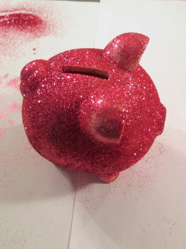 glitter piggy bank step 4 650 x 868 How to Glitter a Dollar Store Piggy Bank