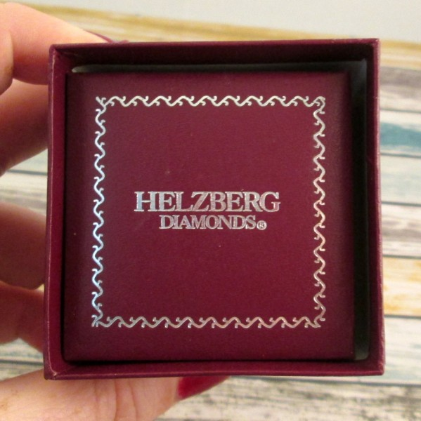 hezberg diamonds box 599 x 600 Jewelry Inspired by the TV Show Revenge