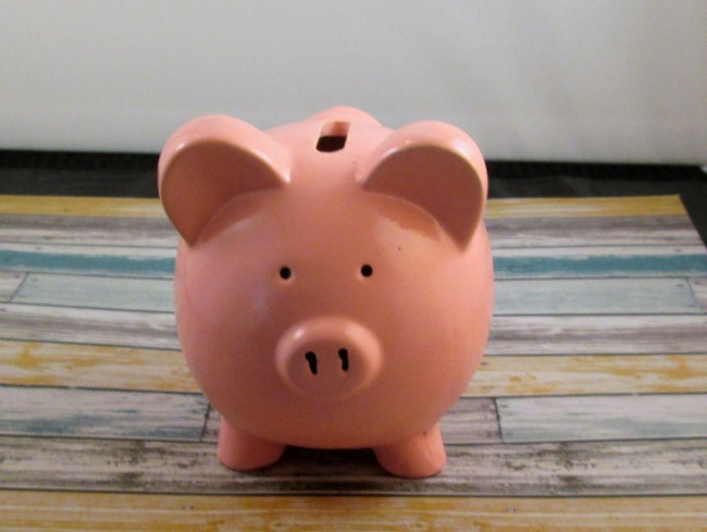 piggy bank 650 x 489 How to Glitter a Dollar Store Piggy Bank