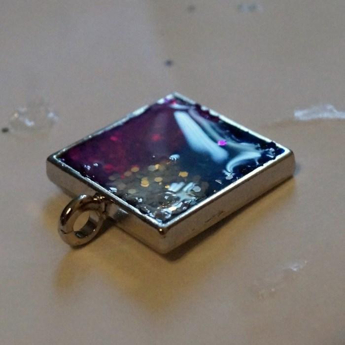 resin-glitter-pendant-step-13 (700 x 700)