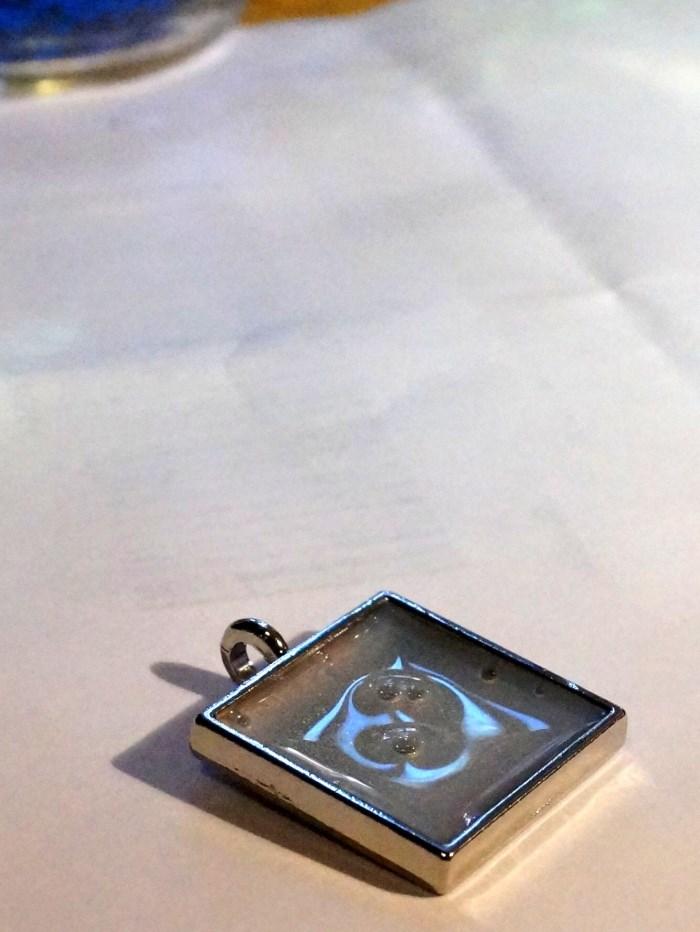 resin-glitter-pendant-step-3 (700 x 932)