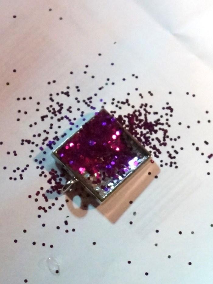 resin-glitter-pendant-step-7 (700 x 936)
