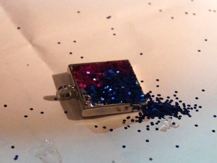 resin-glitter-pendant-step-8 (700 x 524)