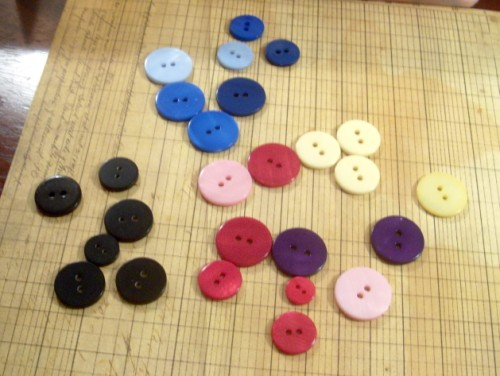 buttonsout (500 x 376) Vintage Buttons #photo a day #WW