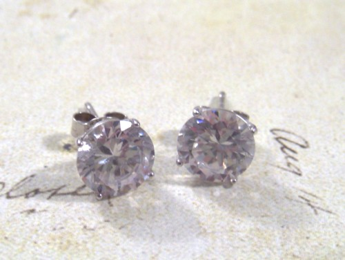 Say Hello Diamonds stud earrings giveaway