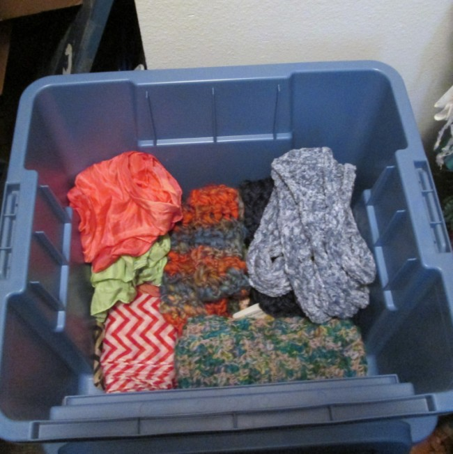 small-rubbermaid-all-access-bin-scarves (650 x 651)
